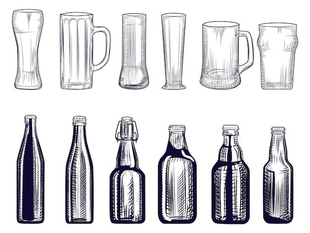 Set di bottiglie di birra e tazza. diversi bicchieri di birra. stile incisione.