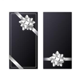Set di carta regalo con nastro d'argento e fiocco sul nero