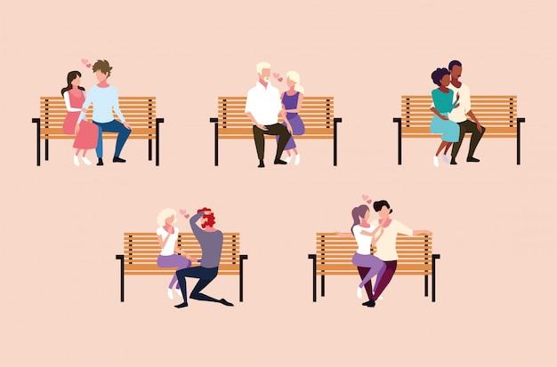 Set di coppie seduti nella sedia del parco