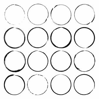Set di cornici di inchiostro pennello cerchio grunge. set vettoriale