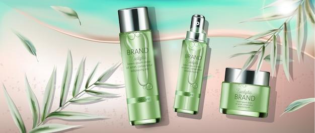Set di cosmetici con estratto di eucalipto. posto per il testo. sfondo spiaggia e mare