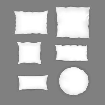 Set di cuscini bianchi realistici per camera da letto. varie forme e dimensioni.