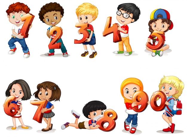 Set di diversi bambini che tengono il numero di matematica
