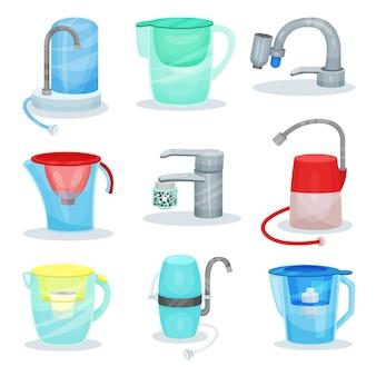 Set di diversi filtri per l'acqua. rubinetti da cucina in metallo con purificatori. brocche di vetro con cartucce filtranti