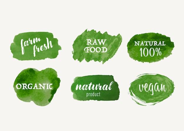 Set di etichetta biologica e pennello macchia disegnata a mano etichetta naturale. etichetta e adesivo contrassegno dell'alimento vegan di logo fresco dell'azienda agricola.