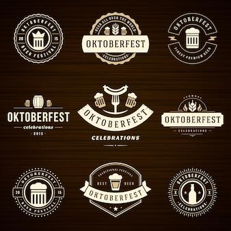 Set di etichette e distintivi dell'oktoberfest tipografici vintage