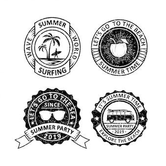 Set di etichette vintage distintivi di estate, emblemi e logo