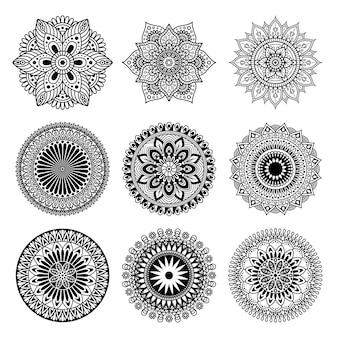 Set di forma mandala su sfondo bianco