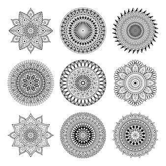 Set di forma mandala su sfondo bianco.