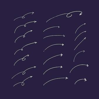 Set di frecce e linee disegnate a mano.