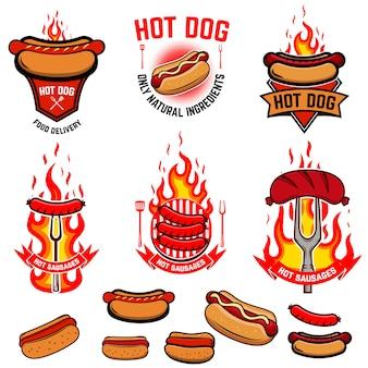 Set di hot dog, emblemi di salsicce fritte. consegna di cibo di strada. elemento per logo, etichetta, emblema, segno, poster, flyer, menu, banner. illustrazione