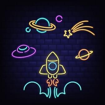 Set di icone di spazio al neon, razzo, ufo, pianeta saturno e segni di comete