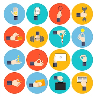 Set di icone piatto di mano che tiene gli oggetti