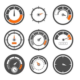 Set di illustrazioni vettoriali di diversi tachimetri. miglia e indicatori di velocità. misura dell'indicatore del tachimetro, velocità di controllo dell'attrezzatura