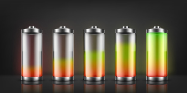 Set di indicatori di carica della batteria con livelli di energia bassi e alti isolati sullo sfondo.