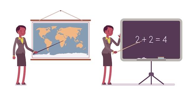 Set di insegnante femminile vicino alla mappa, lavagna