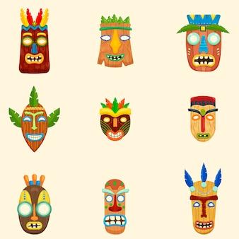 Set di insolite maschere africane in diverse forme e colori su sfondo bianco