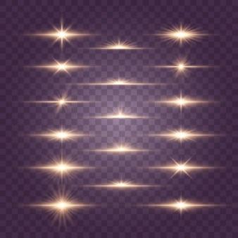 Set di lampi, luci e scintillii su uno sfondo trasparente. lampi e riflessi dorati. luci dorate astratte isolate raggi luminosi luminosi. linee luminose.