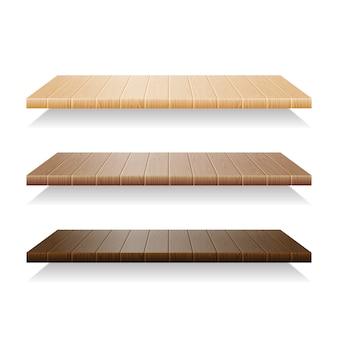 Set di mensole in legno su sfondo bianco
