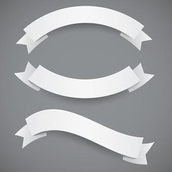 Set di nastri o bandiere ondulati di carta bianca