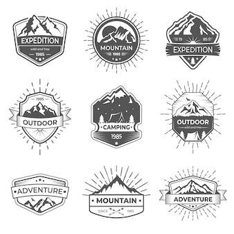 Set di nove vettore di montagna e logo di avventure all'aria aperta.