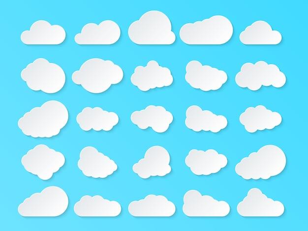 Set di nuvole. nuvole del fumetto isolate su fondo blu.