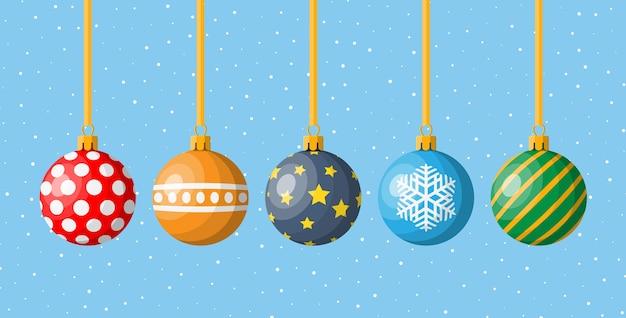 Set di ornamenti natalizi colorati