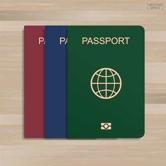 Set di passaporto sul modello di legno e texture di sfondo.