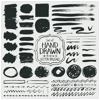 Set di pennelli disegnati a mano. pennellate di grunge.