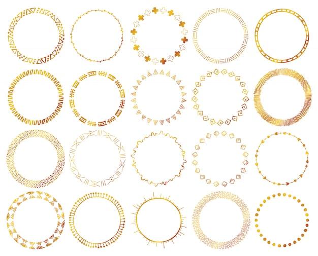 Set di pennelli etnici disegnati a mano in colore oro.
