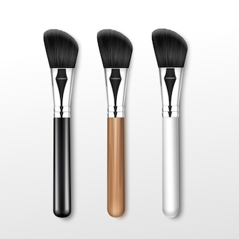 Set di pennello angolare trucco professionale pulito nero con manico in legno bianco nero isolato su priorità bassa bianca
