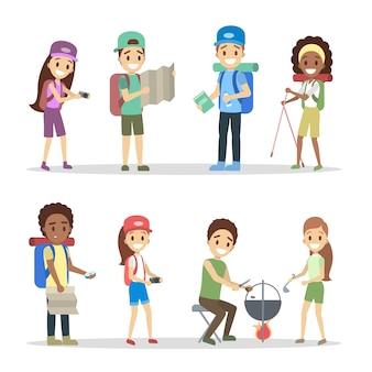 Set di personaggi turistici. vazione o concetto di viaggio. giovani viaggiatori con diverse attrezzature per il campeggio: zaino, macchina fotografica e mappa. illustrazione
