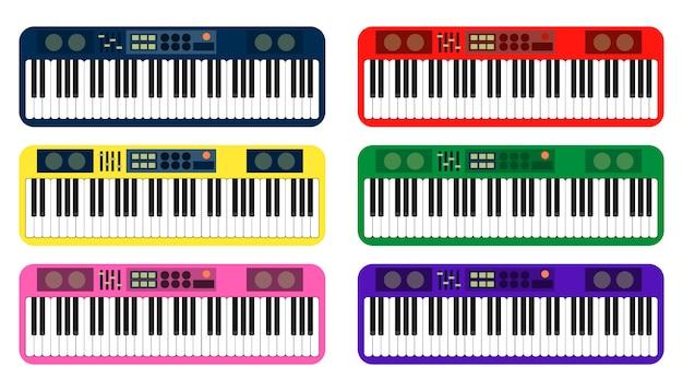 Set di pianoforte colorato su sfondo bianco
