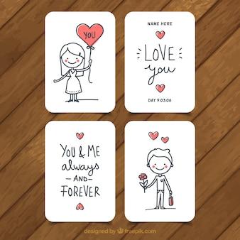 Set di quattro carte d'amore con i cuori rossi