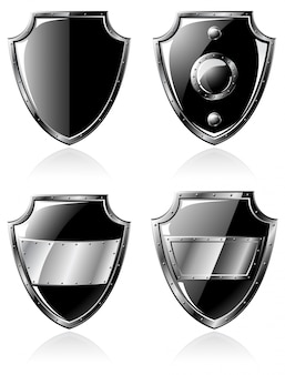 Set di quattro scudi in acciaio nero