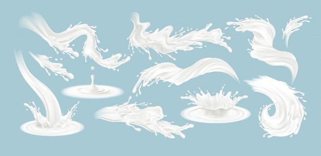 Set di realistici spruzzi di latte isolato su uno sfondo blu.