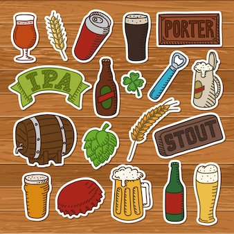 Set di scarabocchi di birra. icone disegnate a mano della birra artigianale su un fondo di legno