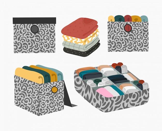 Set di scatole con maglioni piegati e biancheria intima per organizzare l'ordine e lo stoccaggio nell'armadio