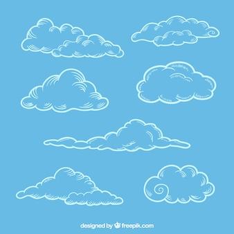 Set di schizzi di soffici nuvole