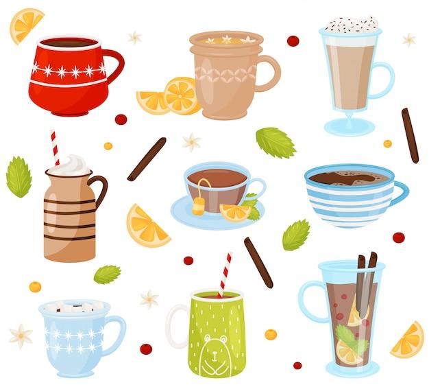Set di tazze con gustosi drink. bevande deliziose caffè, cioccolata calda, tè e vin brulè