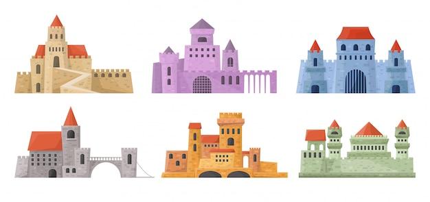 Set di torri del castello. palazzo medievale in stile cartone animato. raccolta delle costruzioni delle fortezze nel vettore.
