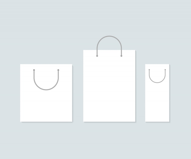 Set di tre sacchetti di carta bianca.