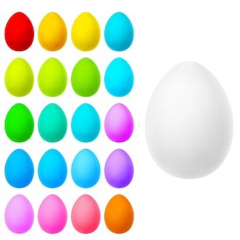 Set di uova realistiche su bianco.