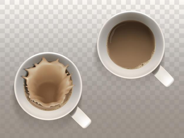 Set realistico con due tazze di caffè, spruzzi di liquido, vista dall'alto isolato su backgr traslucido