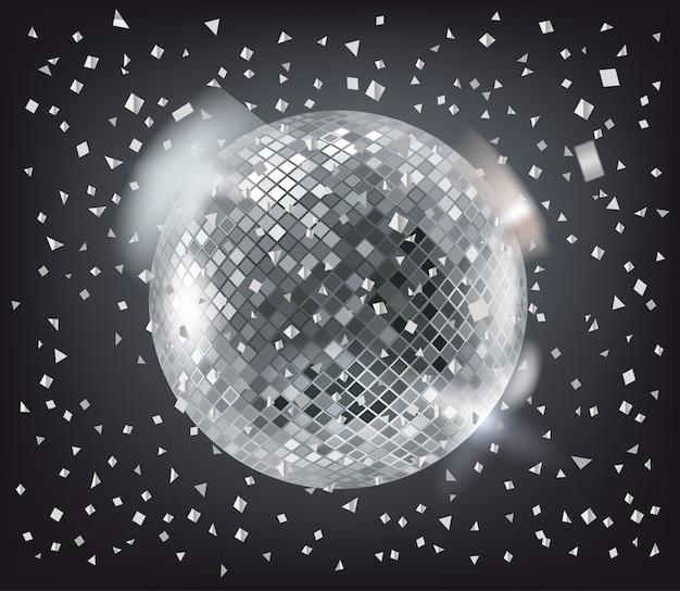 Sfera della discoteca e coriandoli d'argento su oscurità