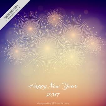 Sfocatura dello sfondo di felice anno nuovo 2017 con fuochi d'artificio