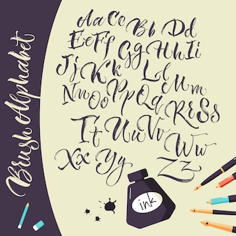Sfondo artistico con penne a inchiostro e alfabeto