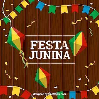 Sfondo di festa junina in legno con decorazioni colorate