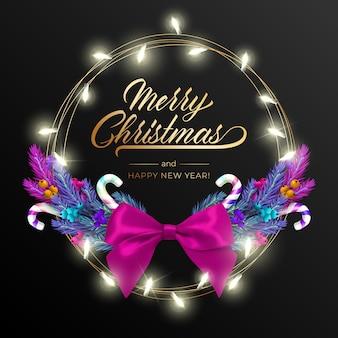 Sfondo di festa per auguri di buon natale con una realistica colorata corona di rami di pino, decorato con luci di natale, stelle d'oro, fiocchi di neve