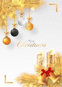 Sfondo di natale dorato con candele e ornamenti
